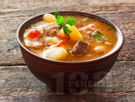 Бистра супа със свинско месо, моркови, картофи, чушки, фиде без застройка - снимка на рецептата